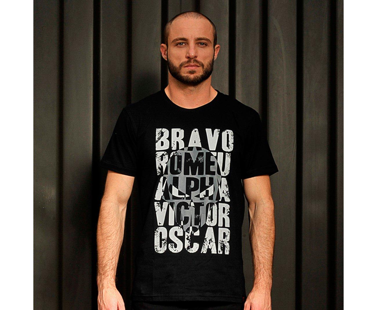 Camiseta Bravo Estampada Alfabeto Preta